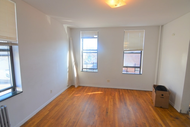 3 Bedrooms, Maspeth Rental in NYC for $2,199 - Photo 2