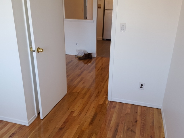 3 Bedrooms, Flushing Rental in NYC for $2,400 - Photo 2