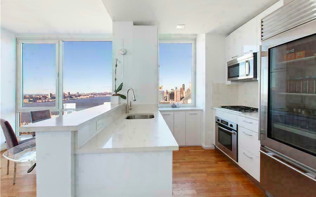 3 Bedrooms, Hell's Kitchen Rental in NYC for $5,785 - Photo 2
