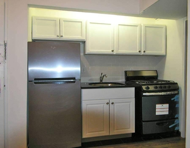 1 Bedroom, Yorkville Rental in NYC for $2,125 - Photo 2