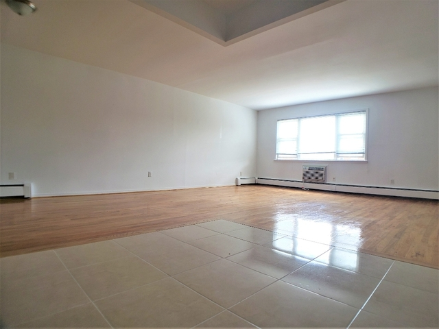 3 Bedrooms, Flushing Rental in NYC for $2,450 - Photo 2