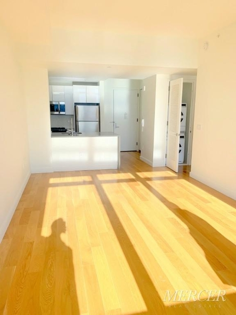 1 Bedroom, Hell's Kitchen Rental in NYC for $3,335 - Photo 2