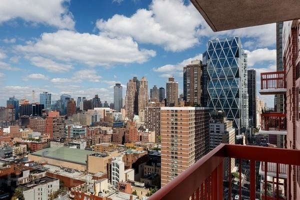 2 Bedrooms, Theater District Rental in NYC for $5,220 - Photo 2