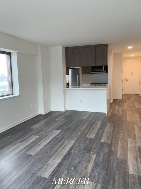 2 Bedrooms, Hell's Kitchen Rental in NYC for $4,195 - Photo 2