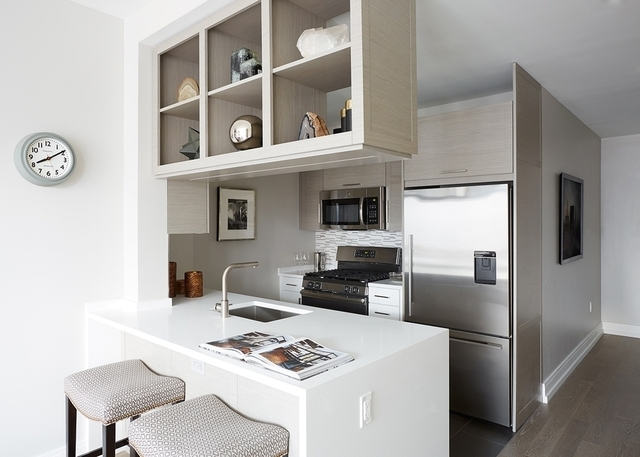 2 Bedrooms, Hell's Kitchen Rental in NYC for $6,860 - Photo 1