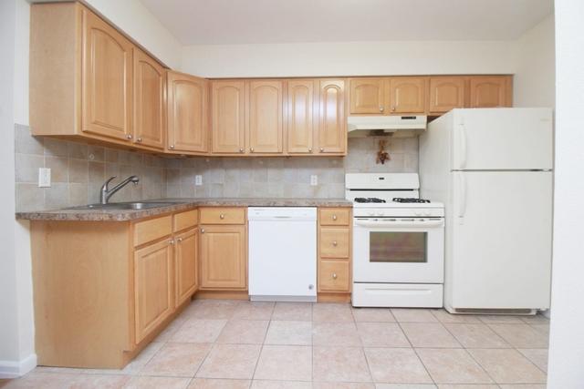 3 Bedrooms, Astoria Rental in NYC for $2,800 - Photo 1