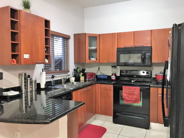 2 Bedrooms, Tuscan Lakes Villas Rental in Miami, FL for $1,600 - Photo 2
