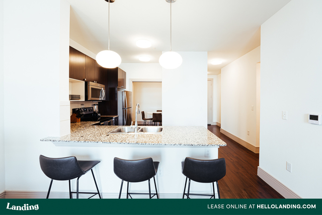1 Bedroom, Hell's Kitchen Rental in NYC for $5,405 - Photo 2