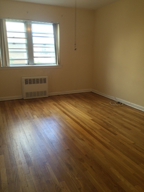 1 Bedroom, Steinway Rental in NYC for $1,300 - Photo 2