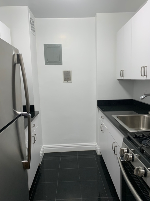 Studio, Hell's Kitchen Rental in NYC for $2,650 - Photo 1