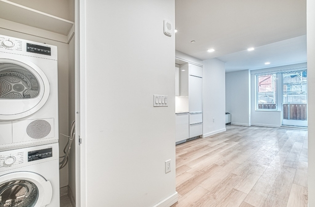 2 Bedrooms, Financial District Rental in NYC for $5,546 - Photo 2