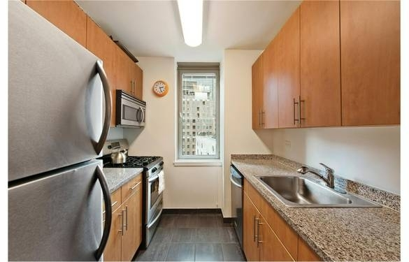 3 Bedrooms, Financial District Rental in NYC for $7,813 - Photo 2