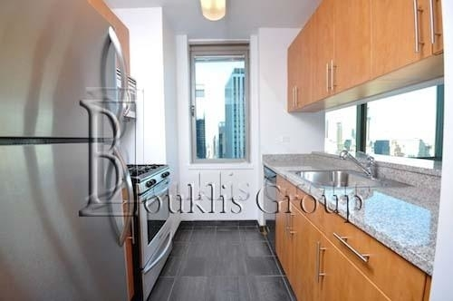 2 Bedrooms, Financial District Rental in NYC for $6,410 - Photo 2