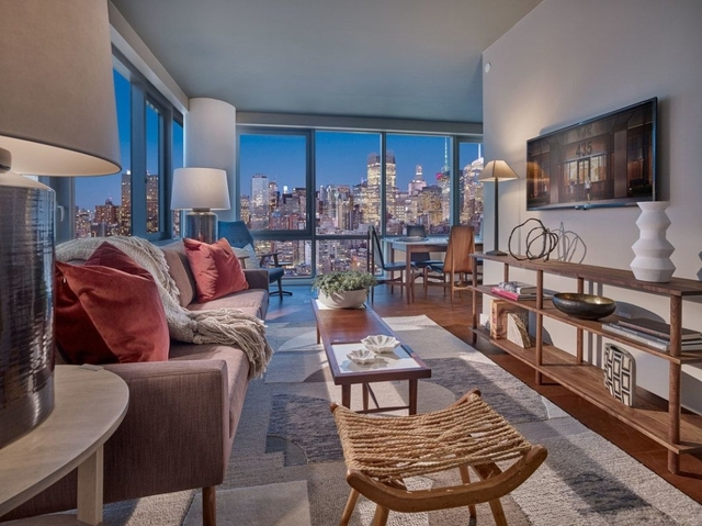 2 Bedrooms, Chelsea Rental in NYC for $5,552 - Photo 1