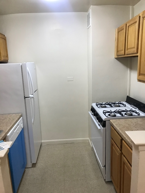 1 Bedroom, Rego Park Rental in NYC for $1,950 - Photo 2