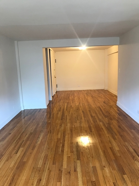 2 Bedrooms, Rego Park Rental in NYC for $2,700 - Photo 2