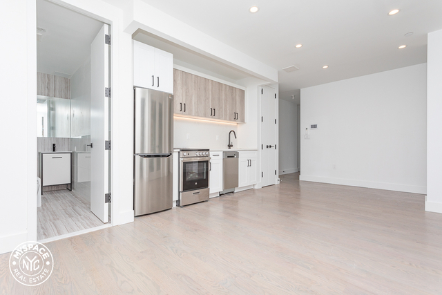 4 Bedrooms, Flatbush Rental in NYC for $835 - Photo 2