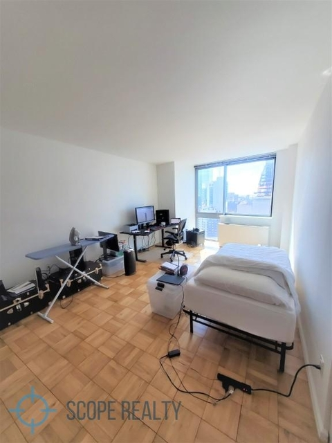 Studio, Hell's Kitchen Rental in NYC for $2,942 - Photo 1