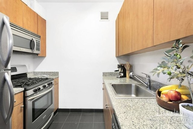 Studio, Hell's Kitchen Rental in NYC for $2,540 - Photo 2