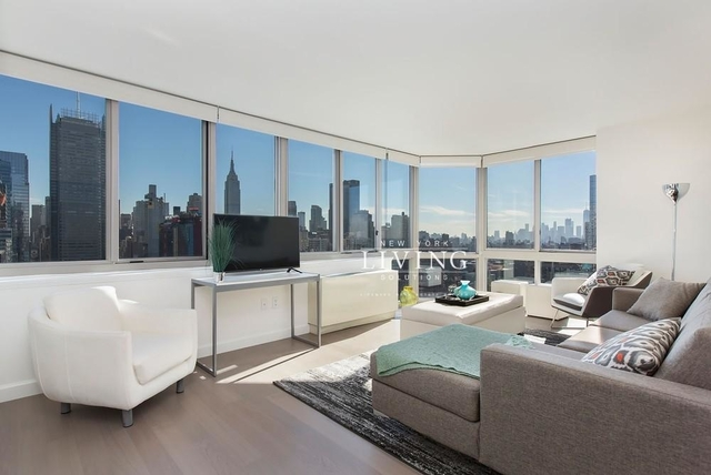 2 Bedrooms, Hell's Kitchen Rental in NYC for $5,450 - Photo 2
