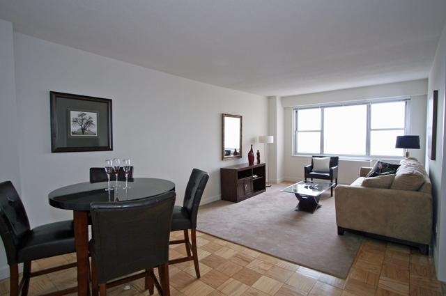 1 Bedroom, Yorkville Rental in NYC for $3,349 - Photo 2