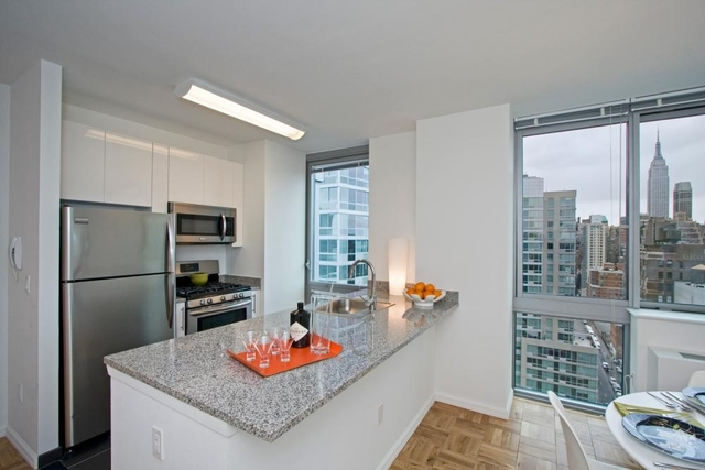 2 Bedrooms, Hell's Kitchen Rental in NYC for $5,693 - Photo 2