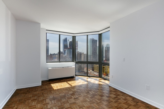 2 Bedrooms, Hell's Kitchen Rental in NYC for $4,071 - Photo 2