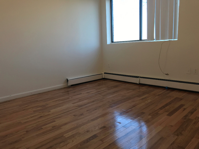 3 Bedrooms, Middle Village Rental in NYC for $2,500 - Photo 2