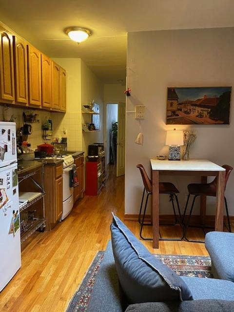 2 Bedrooms, Chelsea Rental in NYC for $3,350 - Photo 2