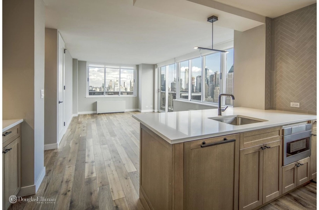 2 Bedrooms, Hell's Kitchen Rental in NYC for $6,055 - Photo 1