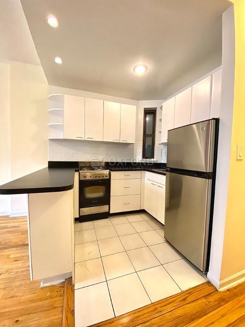 1 Bedroom, Yorkville Rental in NYC for $2,268 - Photo 2