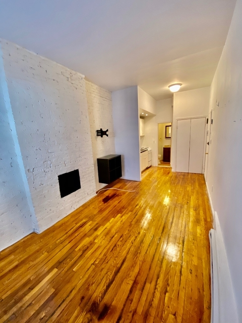 Studio, Yorkville Rental in NYC for $1,975 - Photo 2