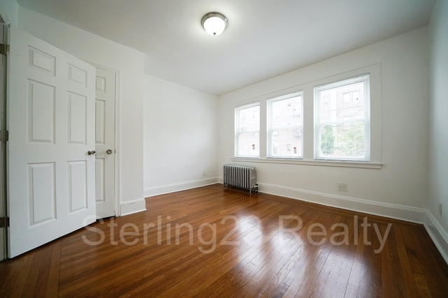 3 Bedrooms, Ditmars Rental in NYC for $2,800 - Photo 2