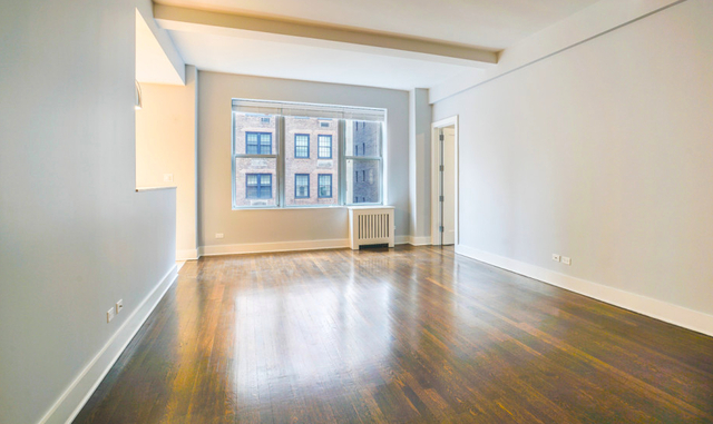 2 Bedrooms, Upper East Side Rental in NYC for $6,829 - Photo 2