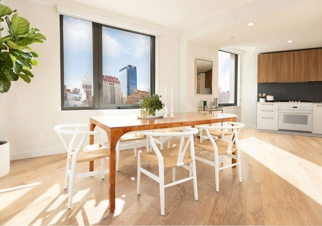 3 Bedrooms, Hell's Kitchen Rental in NYC for $8,818 - Photo 2