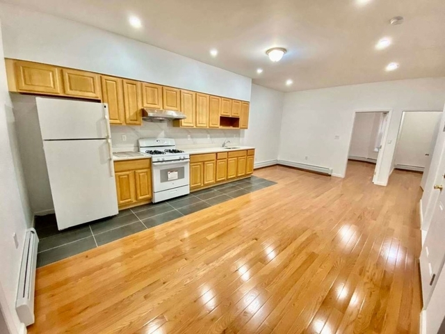 4 Bedrooms, Borough Park Rental in NYC for $2,500 - Photo 1