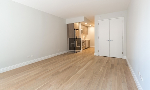 Studio, Theater District Rental in NYC for $3,240 - Photo 2