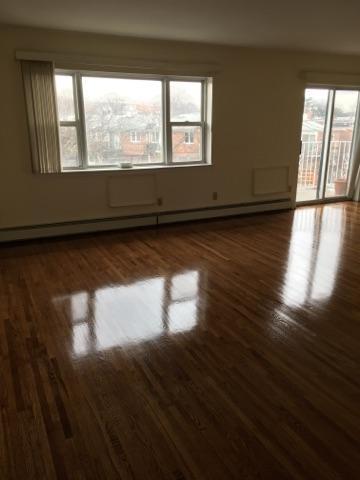 3 Bedrooms, Astoria Heights Rental in NYC for $2,900 - Photo 2