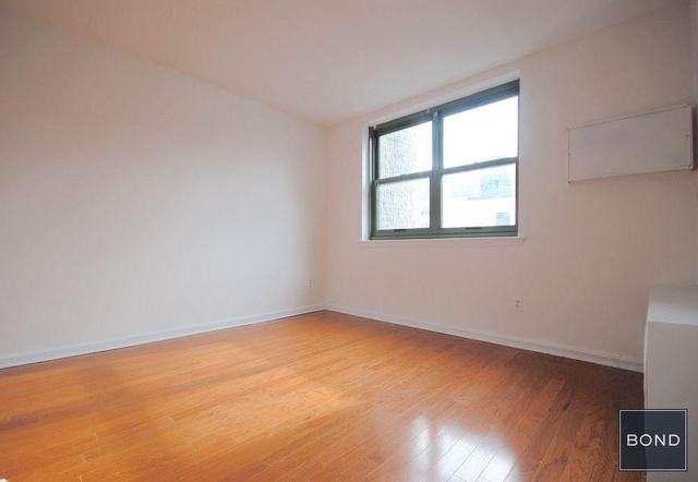 2 Bedrooms, Gramercy Park Rental in NYC for $7,415 - Photo 2