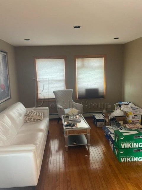 2 Bedrooms, Flushing Rental in NYC for $2,175 - Photo 1