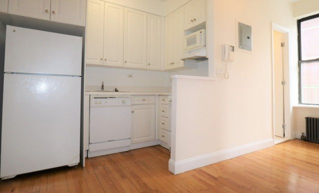 2 Bedrooms, Yorkville Rental in NYC for $3,250 - Photo 1