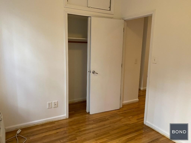 3 Bedrooms, Hell's Kitchen Rental in NYC for $4,075 - Photo 2