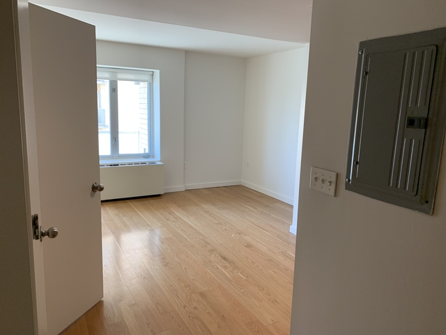 Studio, Long Island City Rental in NYC for $2,299 - Photo 2