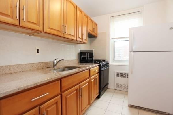 1 Bedroom, Rego Park Rental in NYC for $1,850 - Photo 2