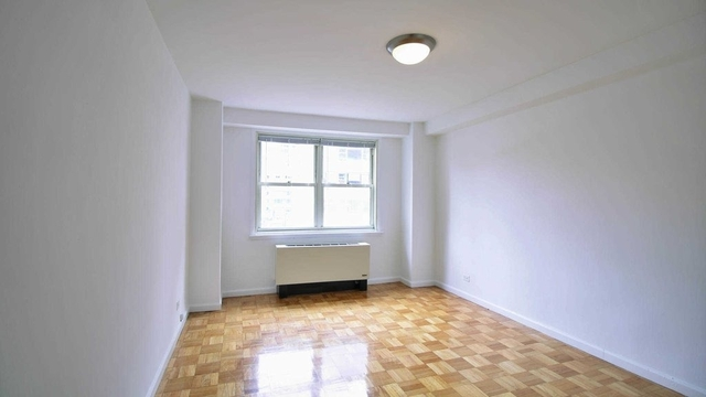1 Bedroom, Yorkville Rental in NYC for $3,245 - Photo 2
