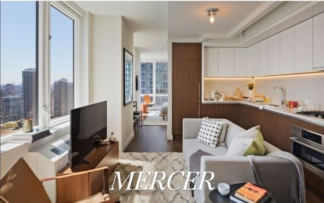 Studio, Hell's Kitchen Rental in NYC for $2,758 - Photo 1