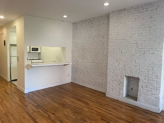 4 Bedrooms, Hell's Kitchen Rental in NYC for $5,600 - Photo 2