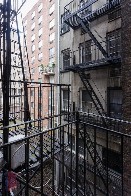 1 Bedroom, Rose Hill Rental in NYC for $2,975 - Photo 2