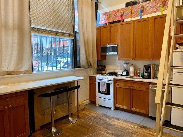 Room, Greenwich Village Rental in NYC for $1,350 - Photo 2