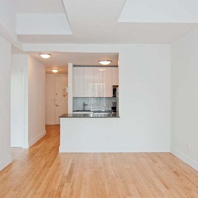 1 Bedroom, Financial District Rental in NYC for $5,954 - Photo 2